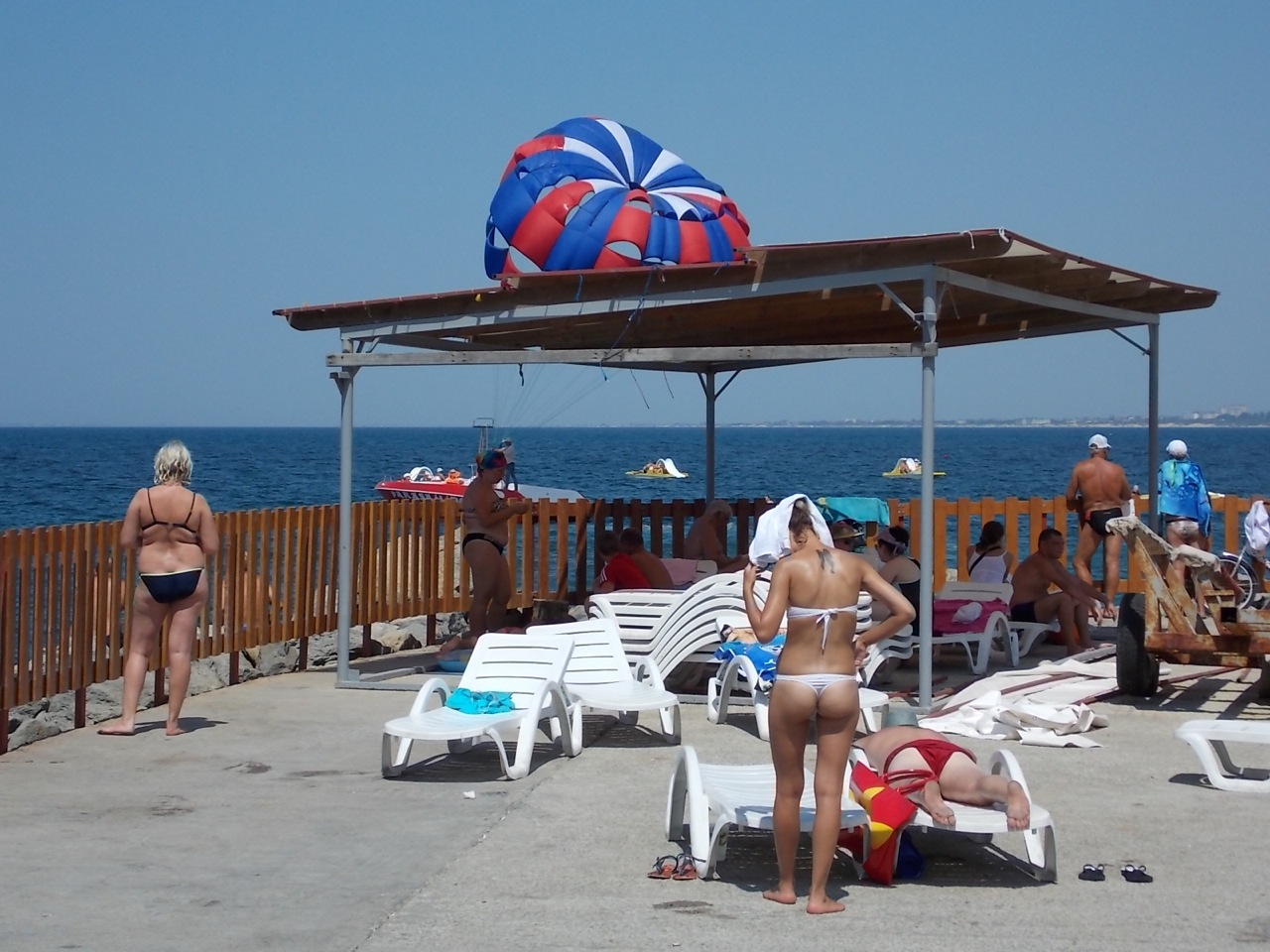 Фото туристов на пляже анапы