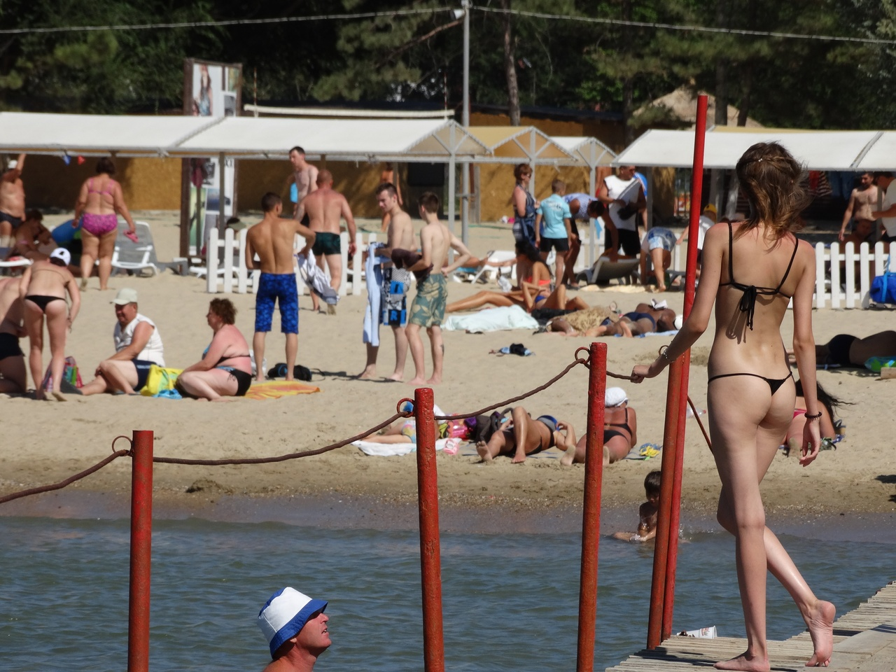 Фото отдыхающих на пляже в анапе