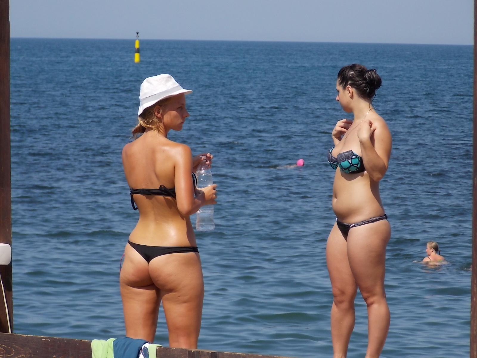 Фото девушек с пляжа ялты