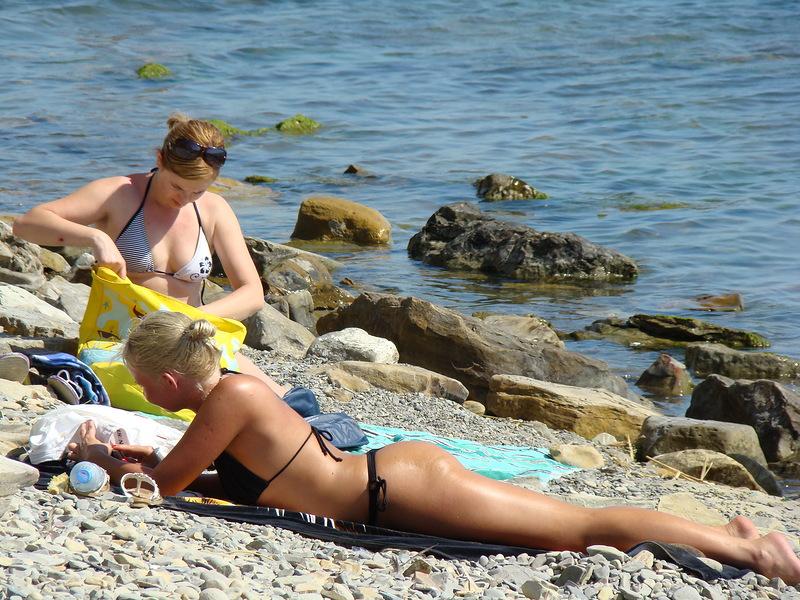 Секс на пляже порно без посредников